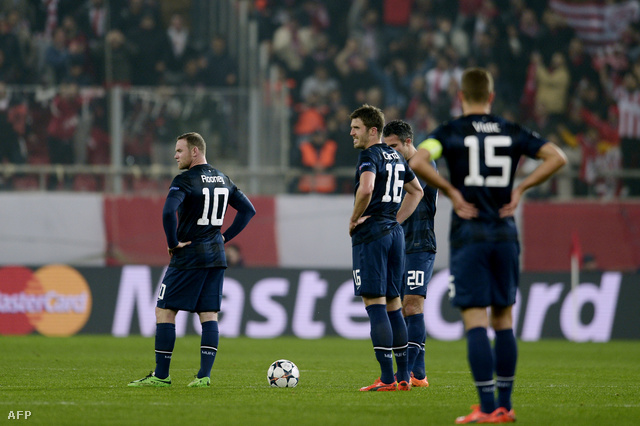 Wayne Rooney, Michael Carrick és Robin van Persie a pályán Athénban