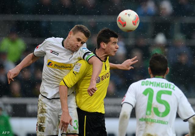 Bálint Bajner és Filip Daems a Mönchengladbach vs Dortmund mérkőzésen, 2013. február 24-én.