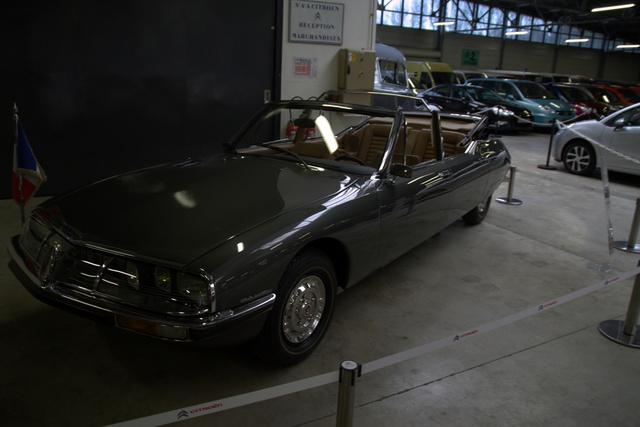 Ez a Henri Chapron-féle SM váltotta a DS21-est. Sokkal ügyesebben sikerült megnyújtani a karosszériát - és az akkori divatnak megfelelően - nyitott volt. Pedig a Kennedy-merénylet óta nem szerették a nyitott autókat a biztonsági emberek sem.