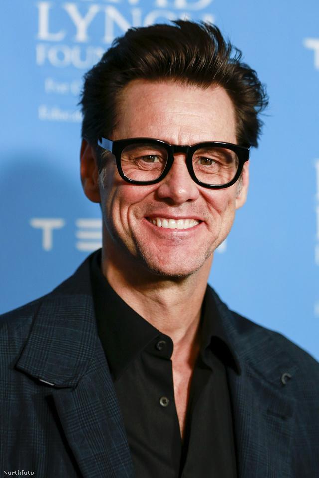 Jim Carrey a David Lynch Alapítvány Beverly Hills-i eseményén jelent meg ezzel a szemüveggel február 27-én.