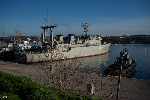 A Szlavutics ukrán hadihajó az Ukrajnához tartozó Krím félszigeten fekvő Szavasztopol kikötőjében