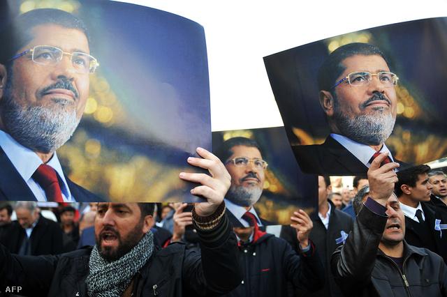 Murszi-párti tüntetők Kairóban, 2013. november 29-én.
