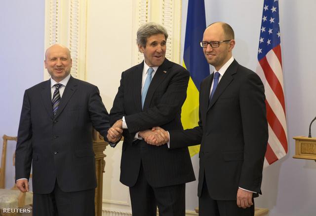 John Kerry is megérkezett Ukrajnába