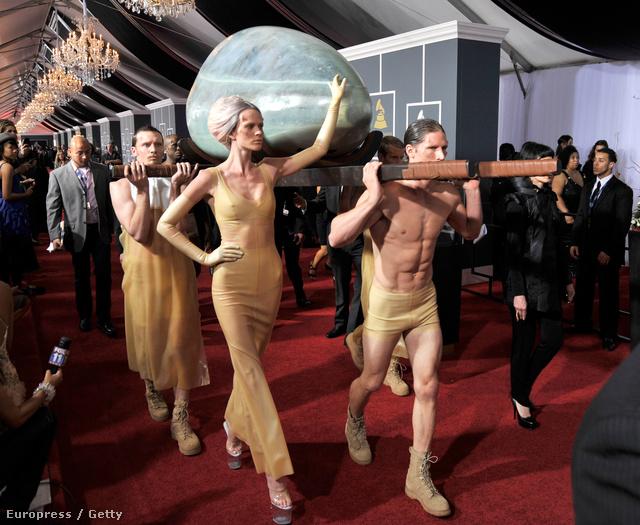 Lady Gaga érkezett így 2011-ben a Grammy-kiosztóra