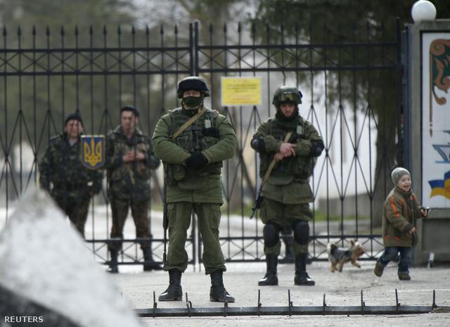 2014-03-04T091125Z 1635349916 GM1EA341BLU01 RTRMADP 3 UKRAINE-CR