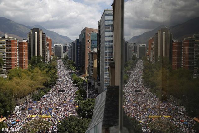 Kormányellenes tüntetés Caracasban.