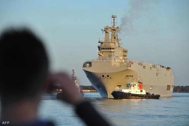 A Mistral-osztályú Vlagyivosztok Saint-Nazaire kikötőjében március 5-én