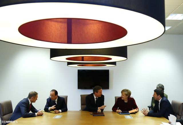 Donald Tusk, Francois Hollande, Angela Merkel és Matteo Renzi a mai brüsszeli megbeszélésen