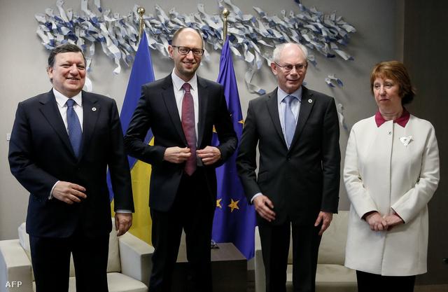 Jose Manuel Barroso, az Eurúpai Bizottság elnöke, Arszenyij Jacenyuk ukrán miniszterelnök Herman Van Rompuy az Európa Tanács elnöke és Catherine Ashton az EU külügyi bizottságának képviselője a mai brüsszeli csúcson