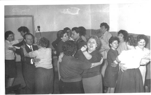 A Budapesti Harisnyagyár dolgozóinak nőnapi ünnepsége