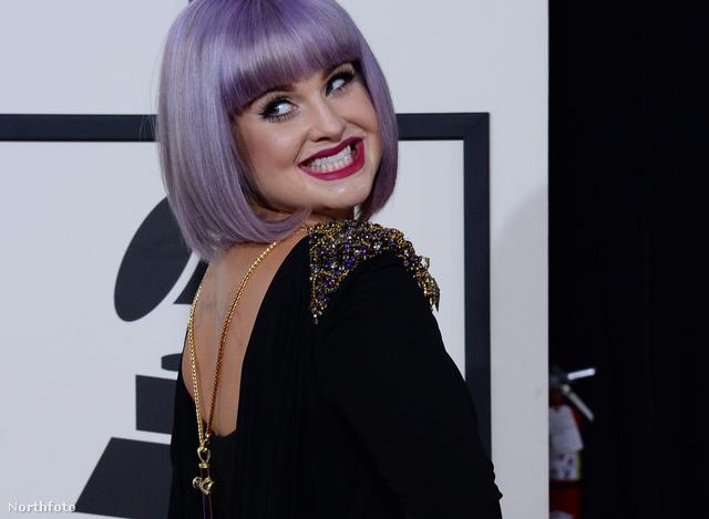 Kelly Osbourne a 2014-es Grammy-kiosztón, fordított nyakláncban