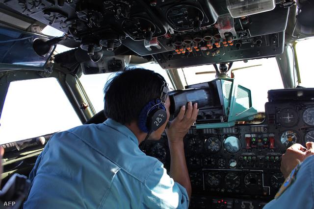 A Vietnami Légierő a legrosszabbtól tart: a Boeing lezuhant, a tengerbe csapódott és senki sem élte túl a szerencsétlenséget
