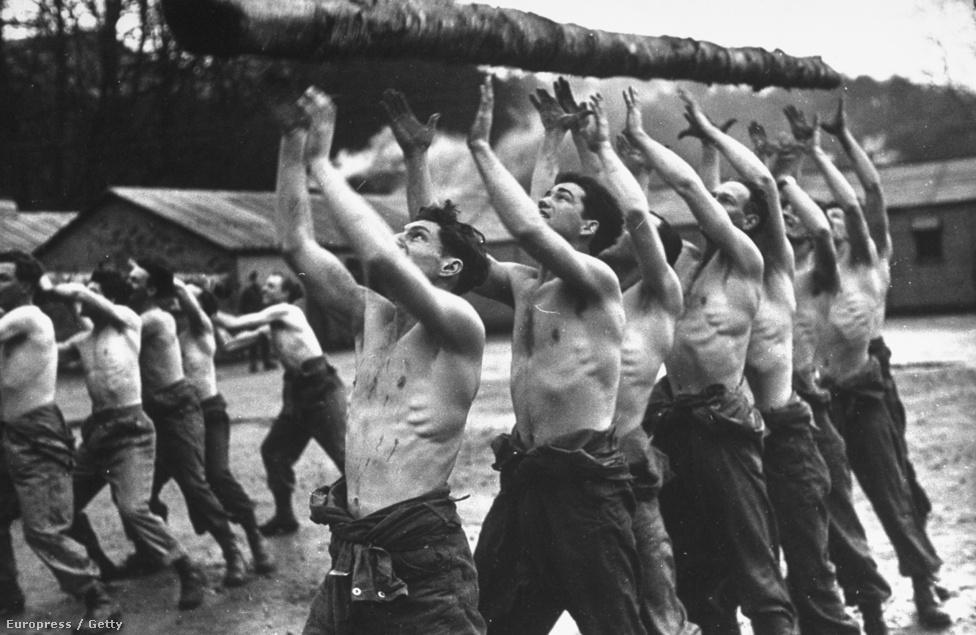A Life háborús tudósítójaként rengeteg országba utazott, nem csak Európába, ott volt Szíriában, Burmában, többször ki is tüntették a bátorsága miatt. Tudósított az afrikai frontról, a háború vége felé ott volt Franciaország, Belgium és Hollandia felszabadításakor is. A Life magazinos időszakában főleg olyan hadi képeket készített mint ez, a fotón a kiskatonákat csuklóztatnak 1943-ban.