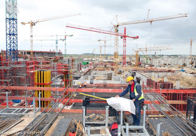 Munkás egy németországi építkezésben