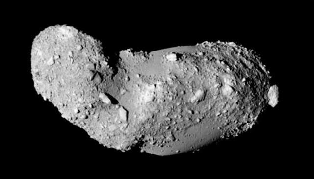 Az Itokawa kisbolygóról 2005-ben közelről készített képek egyike