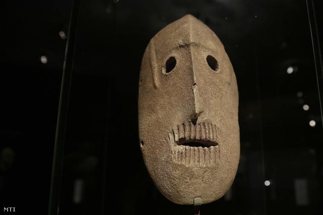 Kilencezer éves kőmaszk az Izrael Múzeumban