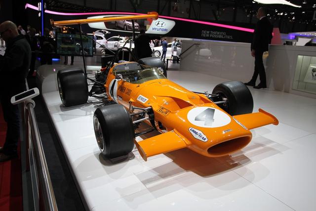 Biztos nagyon megindító és szép egy McLaren Pi vagy 650S, de sajnálom, amikor ott áll mellettük a McLaren M7C, még a Yardley-szponzorság előtti időből (1969) ebben a papaya-színben, akkor más nem érdekel, csak ez...