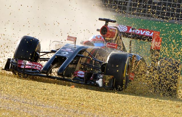 Grosjean a törött felfüggesztést is a Lotus kevés futott kilométerével magyarázza.
