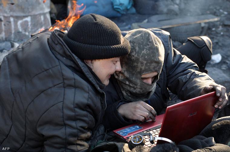 Netező forradalmárok Kievben február 5-én