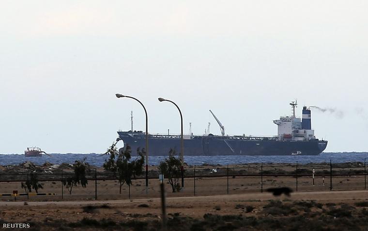 2014-03-08T221956Z 572002817 GM1EA390HH501 RTRMADP 3 LIBYA-OIL