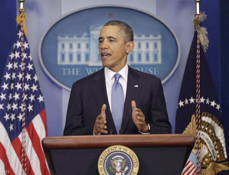 Obama bejelentette hogy hét orosz politikus és két krími szakadár valamint két volt ukrán tisztségviselő ellen rendelt el vízumkiadási tilalmat és számlabefagyasztást