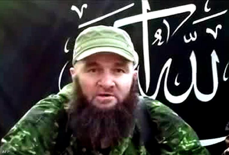 Umarov egy 2013. júliusi videóüzenetéből készített felvétel. A csecsen terroristavezér a Szocsi téli olimpia elleni merényletet helyezett kilátásba az üzenetben.