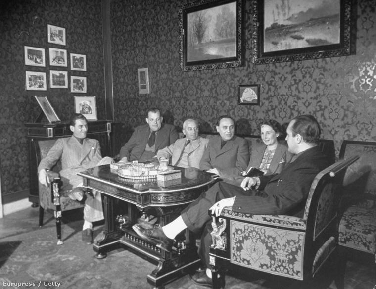 Szálasi Ferenc(jobbról a harmadik) a nyilaskeresztes mozgalom tagjai, köztük Dadó István és gróf Széchenyi Lajos 1938-as találkozóján