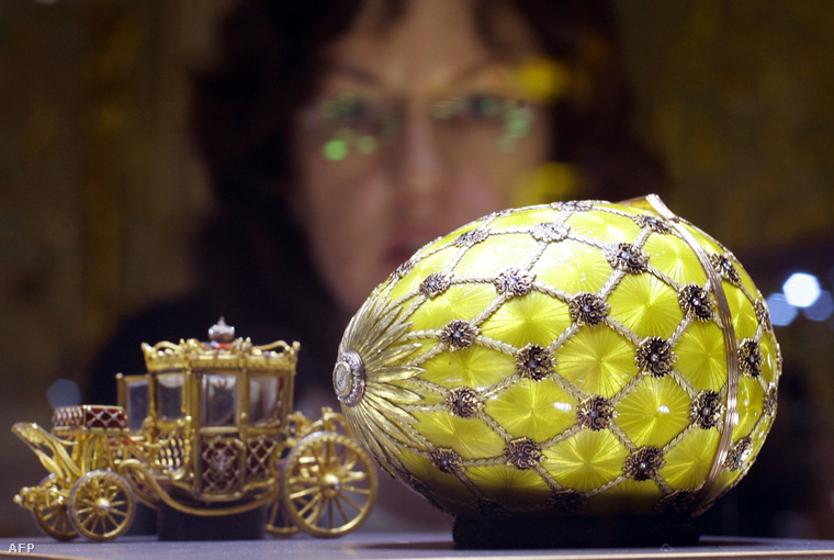 Az 50 Fabergé-tojás egyike