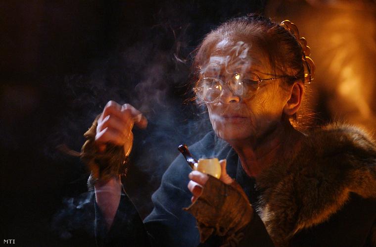 Szakács Eszter a Dajka szerepében Jean Anouilh: Médeia című színművében
