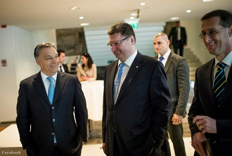 Orbán Viktor ezalatt a fotó alatt jelentette be a Fidesz kétszavas programját Facebookon