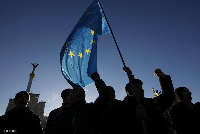 Tüntetők a kijevi Függetlenség téren, 2013. december 3-án.