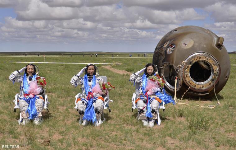 A Shenzhou-10 legénysége 2013. június 26-án landolt Kínában