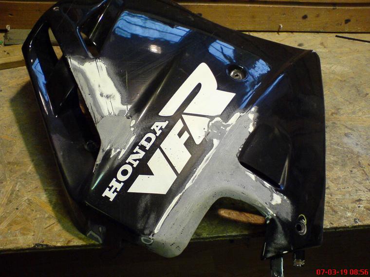 Ki venne új oldalidomot egy huszonéves Honda VFR-hez?