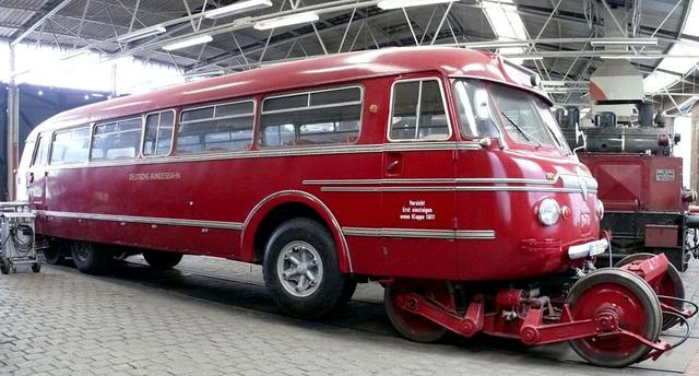 A bochumi vasúti múzeumban található az egyetlen működőképes közúti-vasúti busz (fotó: Wikipedia)
