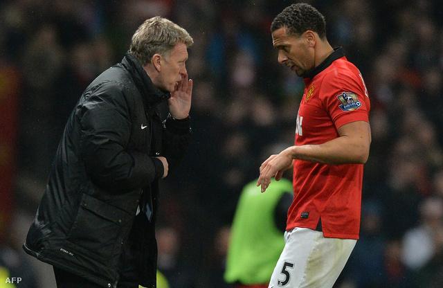 David Moyes és Rio Ferdinand a Manchester United Manchester City ellen vívott meccsén, 2014. március 25-én.
