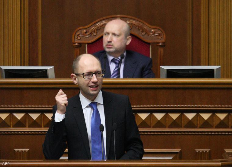 Arszenyij Jacenyuk miniszterelnök csütörtökön a kijevi parlamentben