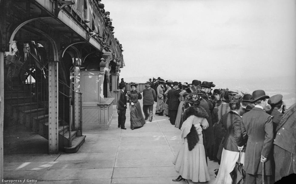 A második emelet körfolyosója. 1900 körüli felvétel.