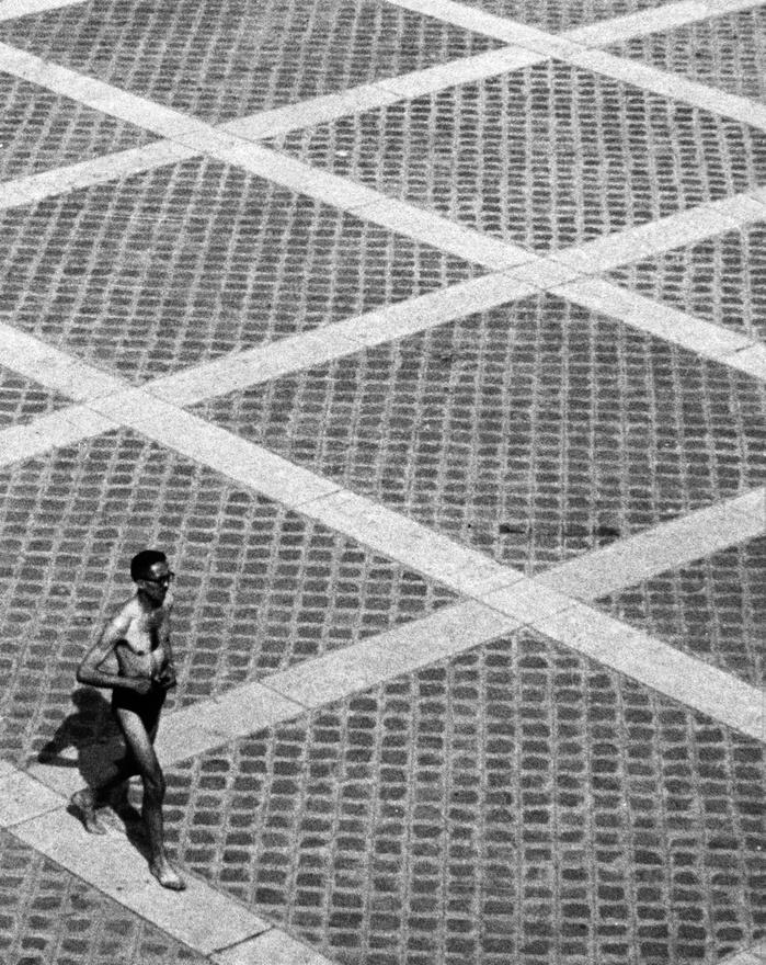 Magányos futó a Szajna partján, Párizs, 1948.