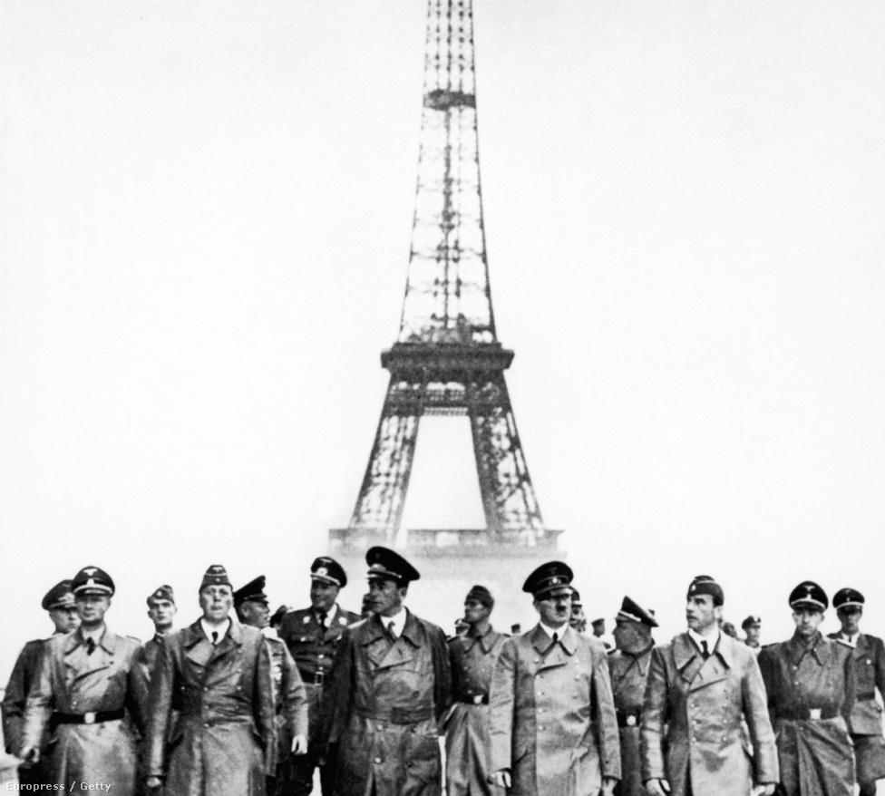 A német megszállás első napján, 1940. június 23-án Adolf Hitler megtekintette az Eiffel-tornyot két birodalmi építész, Albert Speer, illetve Arno Breker társaságában.