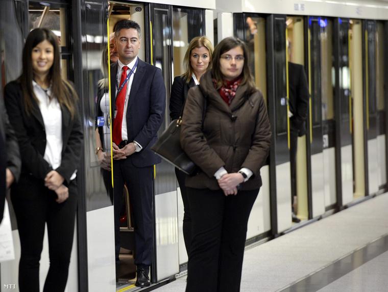 Horváth Csaba, az MSZP fővárosi frakcióvezetője (b2) a 4-es metró avatásán