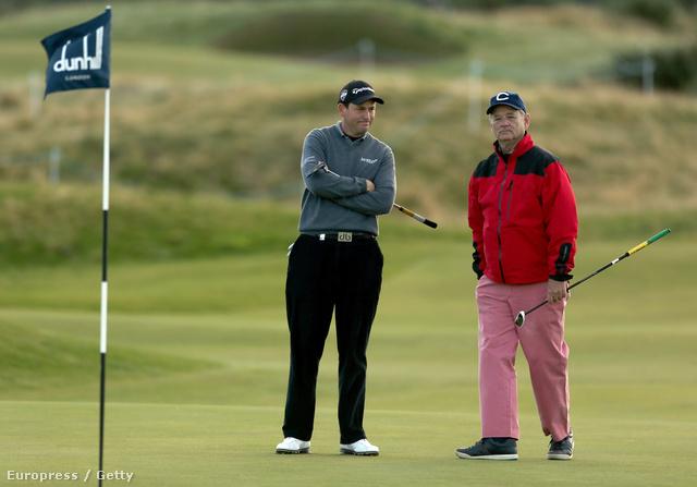 2012. október 4-én Skóciában golfozott