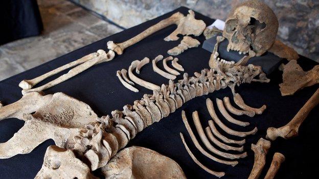 73904639 skeletonsdiscoveredatcharterhousesquareconfirmedasblack