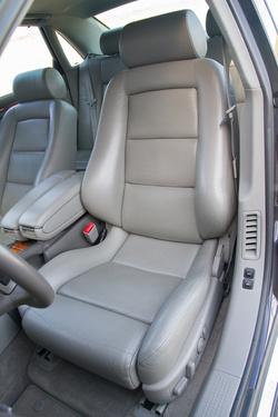 Hibátlan S8-szék a Recarótól