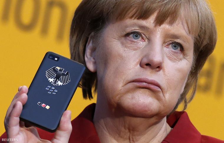 Angela Merkel hivatali mobilja egy BlackBerry Z10