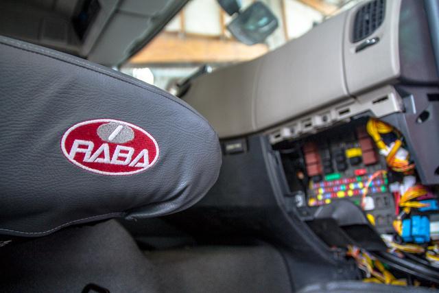 Műhelylátogatás: Rába-Renault együttműködés