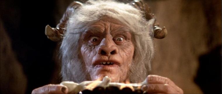 Ernest Borgnine, hülye démonmaszkban!