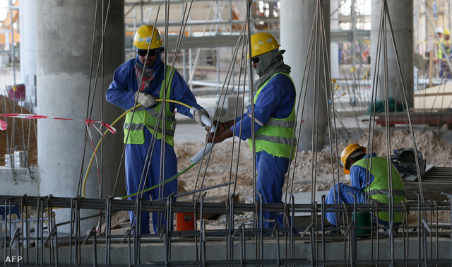 Munkások egy dohai építkezésen