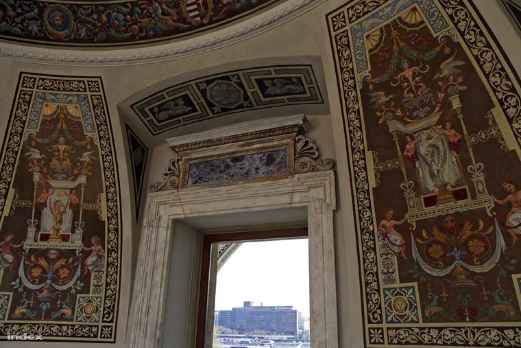 Szépen restaurálták a freskókat