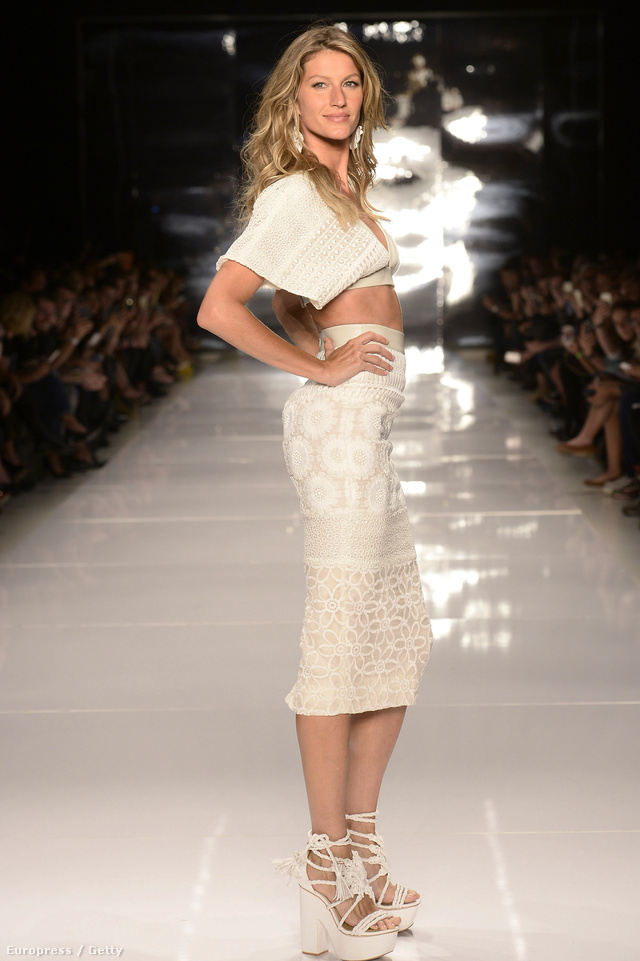 A modell a Colcci bemutatóján sétált végig a kifutón.