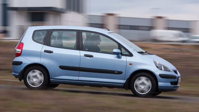 Ha vezetési élményre vágyik, vegyen inkább Fiestát, de ha csak egy nagyon jó kocsira, akkor a Jazz az egyik legjobb választás